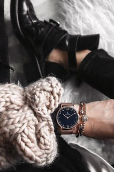 gift idea for him and her | watch for girls | watch for men | cozy | outfit idea | bed | shoes | wool knit | minimalism | cool chic | the watch with the anchor | Campus Black Mesh by Kapten & Son
