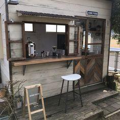 Cafe Shop Design, Small Cafe Design, Cafe Interior Design, House Design, Cozy Coffee Shop, Small Coffee Shop, Japanese Coffee Shop, Mini Cafe, Cafe Exterior