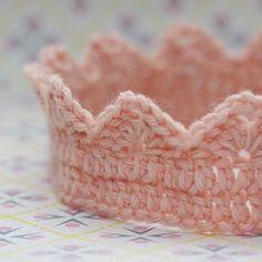 Pink princess crown crochet pattern