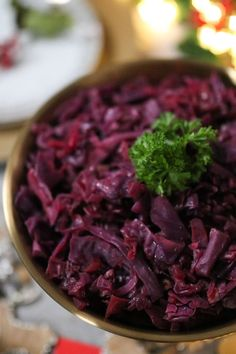 A delicious and easy recipe for Slow Cooker Red Cabbage, the ultimate side dish for Christmas Day! Slow Cooker Red Cabbage, Cooked Red Cabbage, Red Cabbage Recipes, Slow Cooker Casserole, Slow Cooker Chicken, Easy Meals For Kids, Slow Cooker Recipes, Side Dishes, Oven