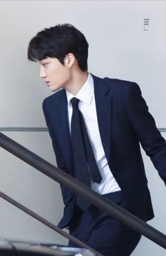 Jongin in suit is my everything 😍 Baekhyun, Exo Kai, Park Chanyeol, Kokobop Exo, Kaisoo, Fake Instagram, Kim Jong Dae, Exo Korean, Kim Jongin