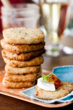 rosemary cheese crackers from foster's My Recipes, Gourmet Recipes, Appetizer Recipes, Favorite Recipes, Appetizers, Sara Foster, Homemade Crackers, Frank Edwards, No Cook Meals