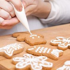 Jak zrobić lukier do pierniczków? [przepis + WIDEO] Gingerbread Cookies, Christmas Cookies, Mary Christmas, Cake Decorating Kits, Number Cakes, Cannoli, Good Food, Food And Drink, Cooking Recipes