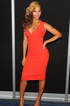Beyonce in Antonio Berardi. Love the style of the dress.