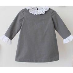 Vestido gris con volantes en cuello y puños Grey dress whith white ruffles