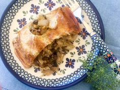 You love Kulebiak z Kapusta i Grzybami (Cabbage & Mushroom Pie), sauteed cabbage, mushroom, and onion, with hard boiled egg wrapped in crisp puff pastry! Polish Recipes, Polish Food, Sauteed Cabbage, Mushroom Pie, Egg Wrap, Vegetarian Cabbage, Vegetarian Meals, How To Cook Mushrooms, Frozen Puff Pastry