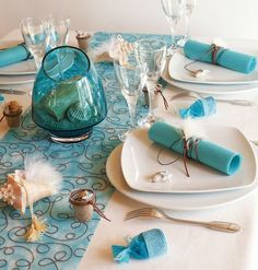 Sea inspired table setting and ideas for your beach themed party http://www.diy-enthusiasts.com/decorating-ideas/table-setting-beach-themed-party/