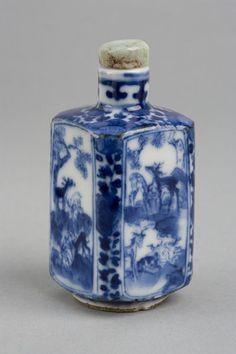 [Snuff bottle] Porcelain painted in underglaze cobalt blue   [Stopper] Jadeite jade