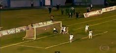 Il Tupi e l'Aparecidense stavano disputando un incontro degli ottavi di finale della serie D brasiliana http://tuttacronaca.wordpress.com/2013/09/09/questa-ancora-non-sera-vista-il-massaggiatore-che-para-il-gol/