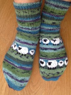 woolly warm socks with sheep – socken stricken Knitting Socks, Baby Knitting, Knit Socks, Fair Isle Knitting Patterns, Wool Yarn, Knitting Projects, Mittens, Sheep, Knit Crochet