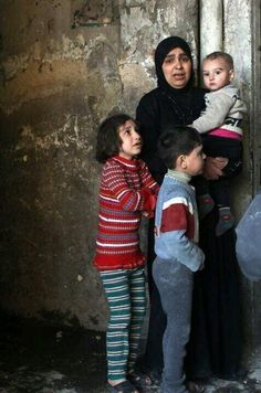 @semprecontro: RT @greatkhankpk: a Syrian mother ... They Just want to live with freedom #Syria #AssadWarCrimes #Womanday #HRW