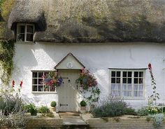love this little cottage