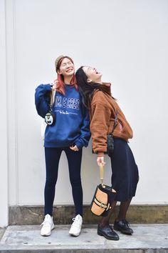 Lee Eun Hyeong and Kwon Saem wearing Jump from Paper bag