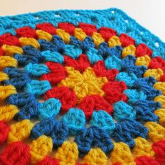 Link for actual pattern is:  http://signedwithanowl.blogspot.com/2011/06/squaring-big-circle-tutorial.html