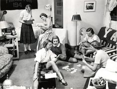 female-dorm-rooms-1950s-11.jpg 974 × 742 pixels
