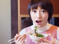 So, you may have finally learned how to pick up food using a pair of chopsticks. The next step is to avoid any chopstick taboos which could potentially embarrass you. Are you unaware of these 10 ch…