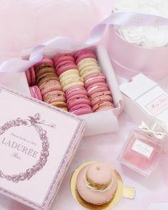 My Princess Diaries: Birthday Wishes, Pink Peonies, Cupcakes & Luxury Treats - Freya's Fairytale Macaron Café, Macarons, Aesthetic Food, Pink Aesthetic, Laduree Paris, Peggy Porschen Cakes, Delicious Desserts, Yummy Food, Pretty Pastel