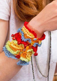 Virkattu ranneke SK7/14. Boot Cuffs, Caps Hats, Fiber Art, Knit Crochet, Crochet Necklace, Gloves, Crochet Patterns, Jewels, Jewellery
