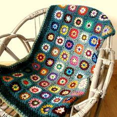 plaid boh me au crochet granny en laine rouge par handmadechaumont mon crochet pinterest. Black Bedroom Furniture Sets. Home Design Ideas