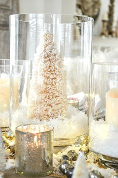 Set a beautiful and cozy round Christmas table filled with the glow from candlelight. Lots of tips and inspiration for an intimate holiday table Merry Christmas, Gold Christmas, Beautiful Christmas, Simple Christmas, Christmas Home, Christmas Lights, Christmas Holidays, Natural Christmas, Xmas