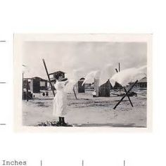 Details about Old Vintage Photo WOMAN HANGING LAUNDRY ON CLOTHESLINE