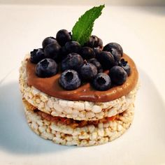 ❝Afternoon snack = The Carrot Brown Rice Cake: 2 rice cakes, cup carrot shredded with 2 dates, 2 apricots & touch of maple syrup plus oats. 1 scoop brown rice protein with water & few blueberries on top. Rice Cake Recipes, Rice Cakes, Brown Rice Protein, Puffed Rice, Dried Apricots, Chaat, Afternoon Snacks, Meals For The Week, Carrot Cake