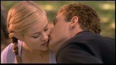 la película Juegos Sexuales, quién no daría lo que fuera por un beso del guapo Ryan Philliphe, la escena esta cargada de una emoción sin precedentes.