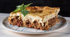 Κανελόνια με κιμά και μπεσαμέλ από τον Άκη Πετρετζίκη. Το αγαπημένο φαγητό όλων τα κανελόνια με κιμά και αφράτη μπεσαμέλ! Ιδανικό για ένα οικογενειακό γεύμα!