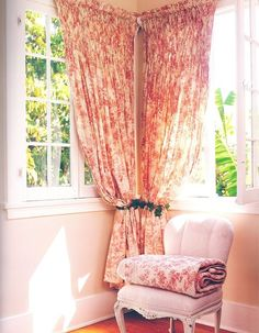 Corner window curtains for the bedroom. I like how these are pulled back Corner Window Treatments, Corner Window Curtains, Unique Window Treatments, Corner Windows, Small Room Bedroom, Trendy Bedroom, Bedroom Corner, Cozy Bedroom, Bedroom Ideas