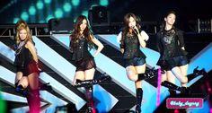"[120922] Girls Generation performing ""Genie"" on SM Town Jakarta. #SNSD #GirlsGeneration #Hyoyeon #Yuri #Seohyun #Yoona"