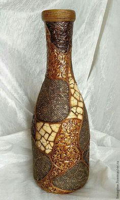 Geneide Nascimento's media content and analytics Glass Bottle Crafts, Wine Bottle Art, Painted Wine Bottles, Diy Bottle, Decorated Bottles, Craft Paper Design, Faux Stained Glass, Altered Bottles, Bottle Painting
