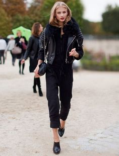 macacao-preto-longo-e-jaqueta-de-couro-look