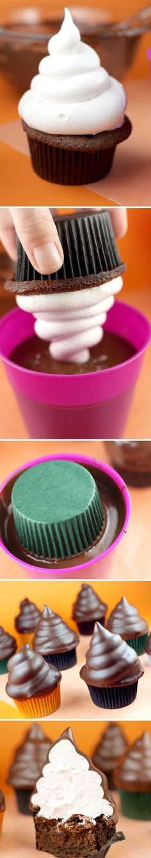Merengue: 1 3/4 tazas de azúcar 3 claras de huevo grandes 1/4 cucharadita de cremor tártaro De extracto de vainilla 1 cucharadita 1/2 cucharadita de extracto de almendra COBERTURA DE CHOCOLATE 2 tazas picadas (alrededor de 12 onzas) de chocolate semidulce 3 cucharadas de aceite de canola o aceite vegetal base  http://www.marthastewart.com/951452/hi-hat-cupcakes