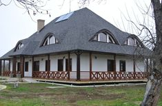Materiale moderne pentru acoperișurile caselor în stil tradițional Old Country Houses, Traditional House, My House, Gazebo, Exterior, Outdoor Structures, Architecture, House Styles, Building