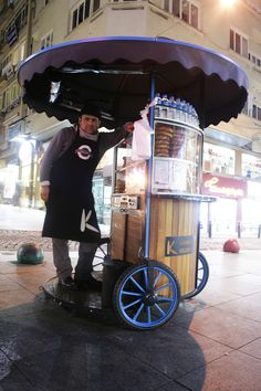 Mobile Kiosk, Mobile Shop, Food Cart Design, Food Truck Design, My Coffee Shop, Coffee To Go, Mobile Food Cart, Mobile Coffee Shop, Bike Food