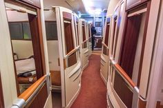 Young entrepreneur Derek Low cashed in his frequent flier miles to travel in Singapore Airlines's Suites Class - voted the most luxurious cabin in the world - from Singapore to New York. Domestic Airlines, Flying First Class, First Class Flights, Aircraft Interiors, Airport Lounge, Best Airlines, International Airlines, Airline Flights, Luxury Travel