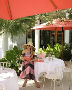 Tickled pink to be in Palm Beach! It's all sunshine, plaid, and gelato dining al fresco at Sant Ambroeus at @TheRoyalPoincianaPlaza // The newly remodeled plaza is now open and all kinds of wonderful