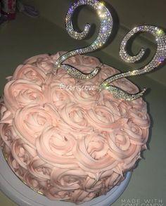 Com Best 12 Glamorous Crown/Tiara Cake – SkillOfKing. 19th Birthday Cakes, 16 Birthday Cake, Sweet 16 Birthday, Girl Birthday, Birthday Goals, Birthday Ideas, 21st Birthday Decorations, Festa Party, Diy Party