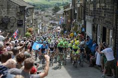 "This climb in Haworth? Marvellous. | 30 Beautiful Images Of The ""Tour De France"" In Yorkshire"