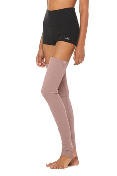 Keep cozy in Alo Yoga leg warmers, perfect for during & after practice. Best Yoga Clothes, Barre Clothes, Yoga Clothing, Yoga Fashion, Fashion Socks, Dance Leggings, Hunter Boots Outfit, Wear Test, Yoga Shorts