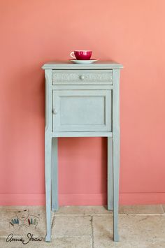 Annie Sloan French Linen Chalk Paint® painted on a cupboard with Scandinavian Pink painted on the wall.