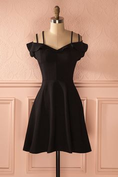 Famélie Black - Frilly off-shoulder sleeves dress