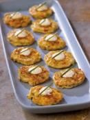 SOUTHWESTERN MINI CORN CAKE APPETIZERS: Corn, bell pepper and onion.  Topped with sour cream and chives.  #corn #appetizers