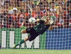 """Usando a física, o professor da Khan Academy responde à pergunta feita pelo zagueiro da Seleção Brasileira e do PSG, Thiago Silva: """"Quanto tempo o goleiro tem para escolher o canto?"""""""