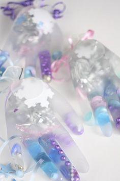 """Melting Elsa's Frozen Hands: A """"Frozen"""" science activity for preschoolers - Happy Hooligans"""