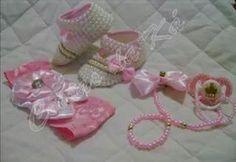 Lindos sapatinhos, sandálias, chupetas e acessórios para deixar sua princesa ainda mais linda... 18 99799-3633 (whatsapp) www.facebook.com.br/coisasdaka