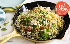 Smashed pea and feta spaghetti with bacon crumble My Favorite Food, Favorite Recipes, Recipe Search, Just Cooking, Drake, Baking Recipes, Feta, Delicious Desserts, Bacon