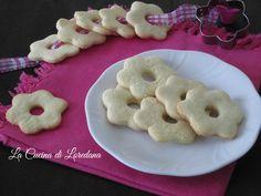 Leggeri e delicati questi Biscotti con farina di riso, senza glutine, ma profumati e friabili da sciogliersi in bocca