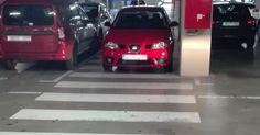 Denuncia vecinal | Aparcar sobre el paso de peatones en el estacionamiento de Ikea
