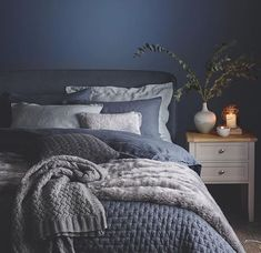 45 warm bedroom design and decorations that will inspire you - Page 20 of 46 Comfy Bedroom, Home Decor Bedroom, Blue Bedroom Walls, Apartment Bedroom Decor, Blue Bedding, Guest Bedroom Design, Bedroom Inspirations, Navy Blue Bedrooms, Blue Bedroom Design